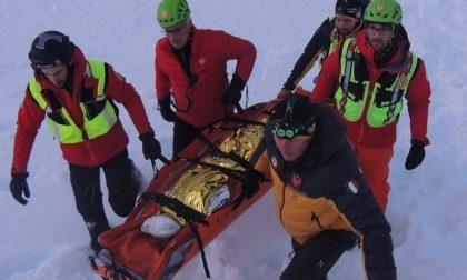 Scialpinista scivola da pendio per 50 metri e muore sulle Dolomiti