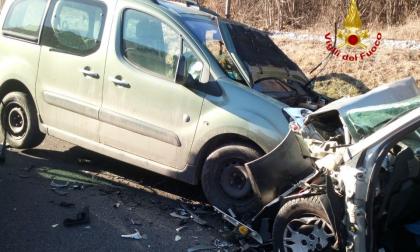 Belluno, frontale fra due auto: due feriti