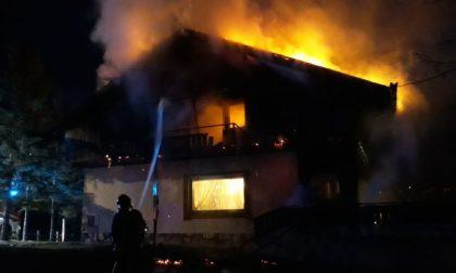 Incendio all'alba: brucia un maso a Crignes