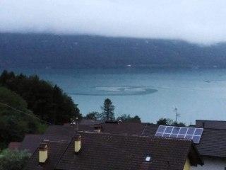 Lago di Santa Croce: le spettacolari immagini di un vortice sulle acque