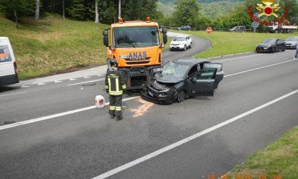 Mezzo dell'Anas contro auto a Ponte nelle Alpi : devono intervenire i Vigili del fuoco