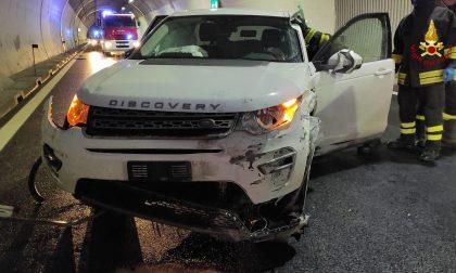 Galleria Fadalto, incidente in A27: conducente estratto dalle lamiere