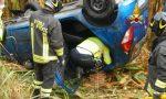 Fuori strada a Santa Giustina, l'auto si rovescia in un campo di mais: conducente estratta dai pompieri