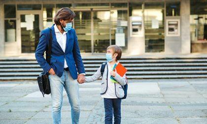 """""""Mio figlio non indossa nessuna mascherina""""... e alla primaria arriva la Polizia"""