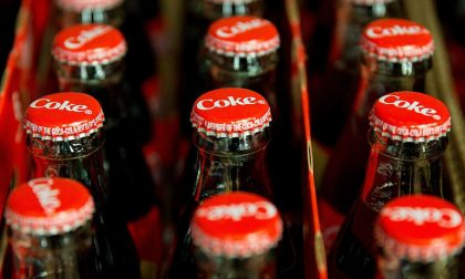 Maxi richiamo di Coca cola per possibile presenza di filamenti di vetro nelle bottiglie