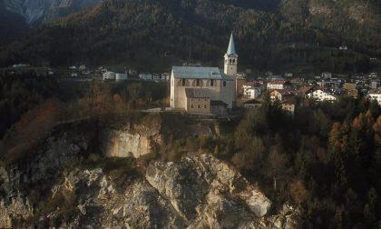 La frana a Valle di Cadore avanza, a rischio l'antica chiesa di San Martino