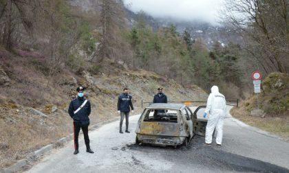 Auto in fiamme vicino alle cave a Farra d'Alpago: all'interno trovato un corpo carbonizzato