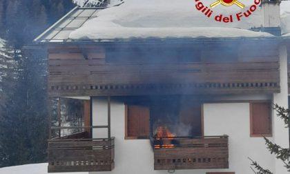 Incendio nel balcone di un'abitazione a Zoldo Alto