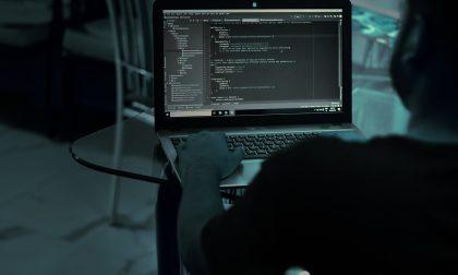 Hackeravano e-mail aziendali: riciclaggio di 600mila euro, perquisizioni a Belluno