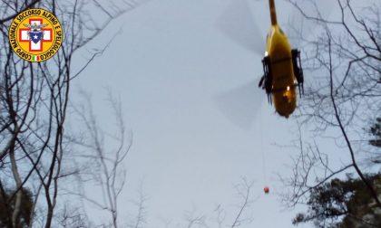 Operaio colpito da una scarica di sassi in Val De Piero