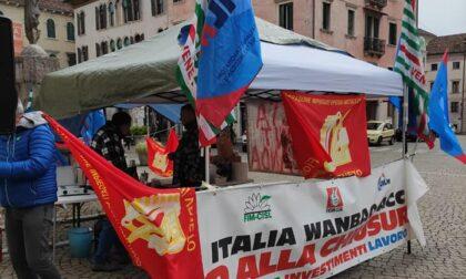 Ore decisive per Acc Belluno ed ex Embraco Torino, continua il presidio davanti alla Prefettura