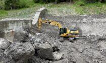 In atto le fasi di pulizia dal materiale detritico trattenuto dalla briglia frangicolata sul torrente Rudan