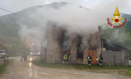 Incendio a Quero Vas: in fiamme un'abitazione usata come ricovero mezzi agricoli