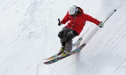 Focolaio al corso aspiranti maestri sci e snowboard in Francia: ancora 13 positivi