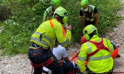 Cade dalla mountain bike scendendo dalle Ronce in Nevegal e sbatte la testa