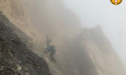 Escursionista stanco rimane bloccato in cima alla Tofana di Mezzo, il vento rende difficili i soccorsi