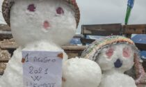 Abbondante nevicata sulla Marmolada: al rifugio si fanno i pupazzi di neve