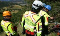 Escursionista 64enne cade e si ferisce una spalla