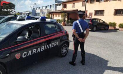 Pesta a sangue e rapina due giovani clienti del locale: 20enne arrestato