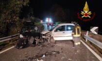 Le immagini del violento frontale lungo la strada verso il passo San Boldo: due feriti gravi